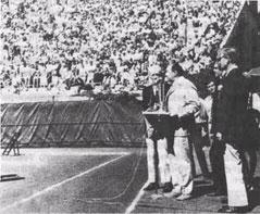 Произносит ответное слово на церемонии торжественного приветствия советской делегации в США.