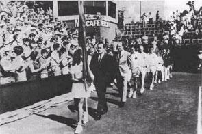 На параде открытия матча СССР - Испания в розыгрыше Кубка Дэвиса.