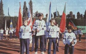 Пьедестал победителей первого в истории мирового тенниса чемпионата мира среди подростков. На его