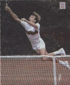 В действиях теннисиста сплавлены воедино искусство движений и атлетические качества (А.Чесноков)