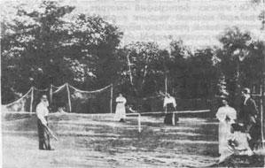 Лев Николаевич Толстой на теннисной площадке: в своем имении Великий писатель был создателем одного из первых кружков любителей тенниса в России.