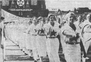 Первомайский праздник на Красной площади 1936 года. В парадном строю - теннисисты.