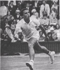 Спортивные успехи А. Метревели - яркие страницы истории отечественного тенниса. Зрители центрального корта Уимблдона не раз любовались его красивой темпераментной игрой в финалах. Ему принадлежит абсолютный рекорд числа завоёванных золотых медалей в чемпионатах страны.