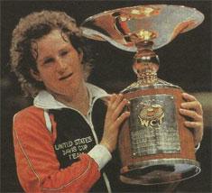 Джон Макинрой - типичный представитель американской школы тенниса, характеризующейся атлетической, нападающей игрой с частыми выходами к сетке. Не один год он занимал первое место в мировом классификационном списке сильнейших игроков. Этим кубком он награжден за победу в мировом чемпионате.