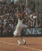 Эстафета А.Метревели - в руках А. Чеснокова, занявшего лидирующее положение в нашем теннисе. На его счету немало побед и над игроками мировой десятки.