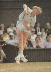 Чтобы лучше ''вложиться'' в удар и одновременно убыстрить выход к сетке, Борис Беккер в момент подачи ''впрыгивает'' в площадку.