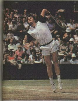 У кого из ведущих теннисистов мира самая сильная подача? Теперь это определяется с помощью точных приборов. Рекорд принадлежит запечатленному на фото Р. Таннеру (за ним следуют Б.Беккер и И.Лендл)
